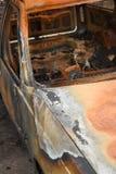 Überreste eines gebrannten heraus Fahrzeugs an einem Tatort Lizenzfreie Stockfotografie