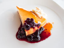 Berries cheese cake and cream Royalty Free Stock Photos