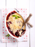 Berry crumble cake in a tin Royalty Free Stock Photography