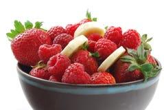 Berry Fruit Bowl: Plátano de la frambuesa de la fresa Imagen de archivo libre de regalías