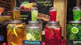 Berry And Fruit Cooling Drinks en Roomijs bij Park stock videobeelden