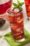 Berry Hibiscus Ice Tea de restauración frío Imagenes de archivo