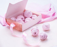 Berry marshmallow in a gift box on a pink background Royalty Free Stock Images