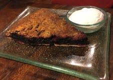 Berry Pie misturado com creme fotos de stock royalty free