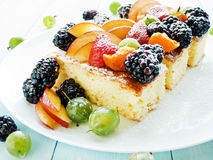 Berry sponge cake Royalty Free Stock Photography
