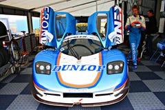 Berry Van Elk con su coche de carreras en el circuito Assen, Drente, Holanda, los Países Bajos del TT Imagenes de archivo