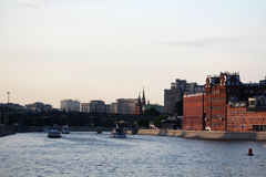 Bersenevskaya堤防和红色10月制造,莫斯科 库存图片