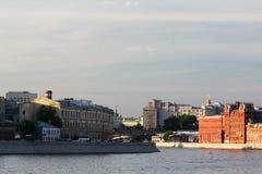 Bersenevskaya堤防和红色10月制造,莫斯科 免版税库存照片