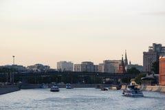 Bersenevskaya堤防和Patriarshy桥梁,莫斯科 库存照片