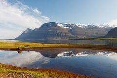 Berufjordur海湾, Djupivogur冰岛 免版税库存图片