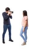 Berufsfotograf mit einem Modell Lizenzfreies Stockbild