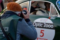Berufsfotograf am Tour de France-Automobil stockbild