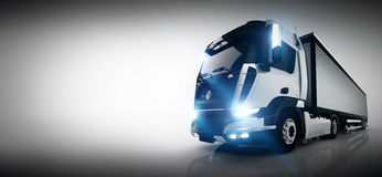 Berufsfrachtlieferwagen mit langem Anhänger fahne Lizenzfreies Stockfoto
