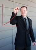Berufsgeschäftsmann, der eine Wachstumkurve zeichnet Stockfotografie