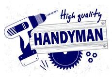 Berufsheimwerker hält Logo instand Bohrgerät, Rundschreibensäge und hölzernes Brett Lizenzfreie Stockfotografie