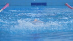Berufsschwimmer Performing stock video