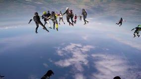 Berufsskydivers machen Bildung im Himmel Extremer Sport drehzahl adrenaline stock video footage
