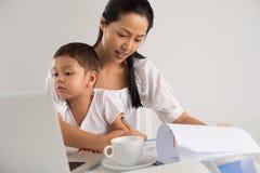 Berufstätige Mutter Lizenzfreie Stockbilder