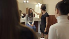 Berufsvorlagenklasse des Makes-up stock video footage
