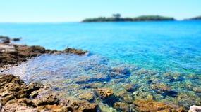 Beruhigende Ansicht von Mittelmeer in Kroatien lizenzfreie stockfotografie