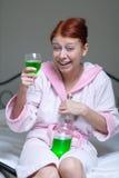 Alkoholiserad kvinna Fotografering för Bildbyråer