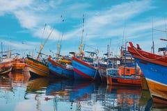 Beruwala, Σρι Λάνκα - 10 Φεβρουαρίου 2017: Τα αλιευτικά σκάφη στέκονται στο λιμάνι Beruwala, την αγορά ψαριών σε Bentota ή την πε Στοκ φωτογραφία με δικαίωμα ελεύθερης χρήσης