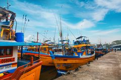 Beruwala, Σρι Λάνκα - 10 Φεβρουαρίου 2017: Τα αλιευτικά σκάφη στέκονται στο λιμάνι Beruwala, την αγορά ψαριών σε Bentota ή την πε Στοκ φωτογραφίες με δικαίωμα ελεύθερης χρήσης