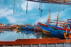Beruwala, Σρι Λάνκα - 10 Φεβρουαρίου 2017: Τα αλιευτικά σκάφη στέκονται στο λιμάνι Beruwala, την αγορά ψαριών σε Bentota ή την πε Στοκ Εικόνες
