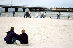 Überwachende Leute auf Strand. Stockfoto