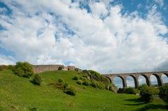 Berwick Schloss und Victorian Viaduct Stockfotos
