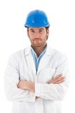 Überzeugter Ingenieur im Hardhat Lizenzfreie Stockfotos