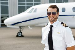 Überzeugter Pilot Smiling Lizenzfreies Stockfoto