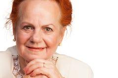 Überzeugtes älteres Frauenlächeln Lizenzfreie Stockfotografie