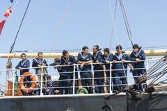 Besättningen av Krusensternen seglar skeppet Fotografering för Bildbyråer