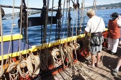 Besättningen ställer in seglar av damen Washington Royaltyfria Foton