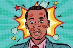 Besó al hombre africano avergonzado con el lápiz labial en cara libre illustration