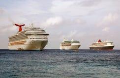 besök för ships för caymankryssningtusen dollar Fotografering för Bildbyråer