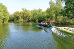 Besöka Donaudeltan med fartyget Royaltyfria Bilder