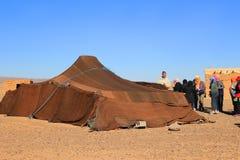 Besöka ett Berbertält i Sahara Desert Morocco Arkivbild