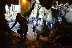Besöka Neptun grotta - Sardinia, Italien royaltyfri foto