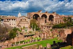 Besöka Roman Forum arkivfoton