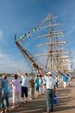 Besökare hälsar skepp Arkivfoton