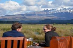 Besökare i den Tongariro nationalparken Arkivbilder