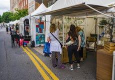 """Besökare på den 60th årliga trottoarArt Show â€en """"Roanoke, VA Fotografering för Bildbyråer"""