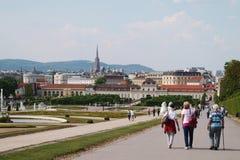 Besökare på slottbelvederen, Wien Arkivfoton