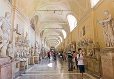 Besökare på Vaticanenmuseerna i Rome Italien Royaltyfri Fotografi