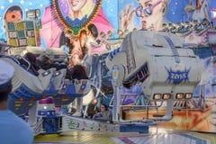 Besökare som är uppochnervända på karusell på Oktoberfest, Stuttgart Royaltyfria Foton