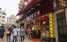 Besökare som shoppar och gör sight i Macao Arkivfoton