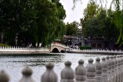 BesökPeking Shichahai i hösten royaltyfri foto