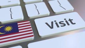 BESÖKtext och flagga av Malaysia på knapparna på datortangentbordet Begreppsm?ssig animering 3D arkivfilmer